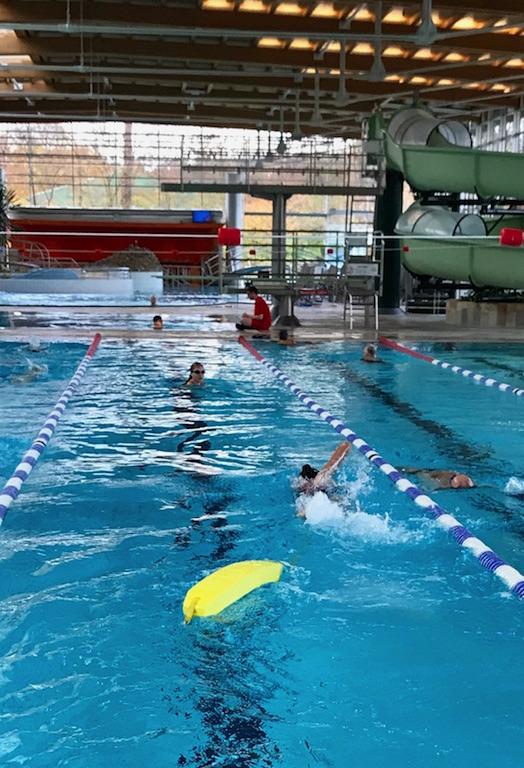 Die Ersten Prufungen Zum Rettungsschwimmer Montessori Schule